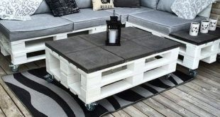 Armchair and coffee table made of pallets #armchair #coffee #palletideas #palle...