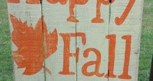 From wreaths to lawn signs and more, these are the fall-inspired decorations your yard needs
