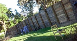 8Ft privacy fence made from pallets....goodbye neighbor!
