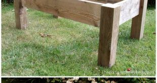 DIY Pallet Wood Rustic Coffee Table / Go for a rustic style for your next piece...
