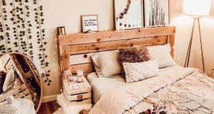Dieses Queensize-Bett inspiriert Kreative und trägt dazu bei, dass sich das Schlafzimmer besser anfühlt.