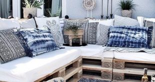 Tolle Sitzecke aus Paletten für den Garten. Die Deko-Elemente in verschiedenen ...