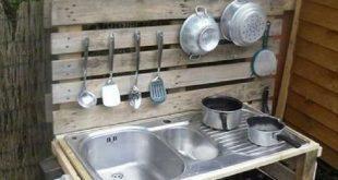 Anweisungen, um eine Spielküche mit Paletten aufbauen13