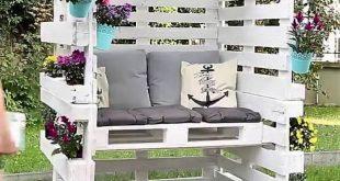 Holzpalette geschlossene Sitzecke mit bequemen Kissen