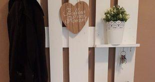 Palettenmöbel Garderobe in Weiß